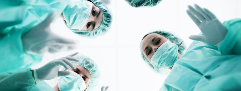 Patient faellt von OP-Tisch